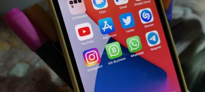 How to have two active WhatsApp accounts ios